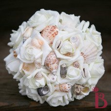 seashell bridesmaids or maid of honor bouquet with cream or ivory roses and shells